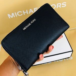 🌹Michael Kors Jet set wallet/ phone holder 🌹